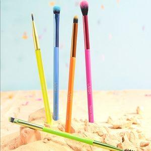 🌟HOST PICK🌟🌸LAVISH 5 Piece Neon Eye Brush Set🌸